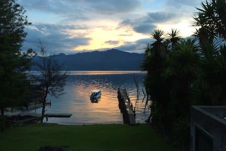 Luxury Lakefront Villa - Stunning! - Santiago Atitlán