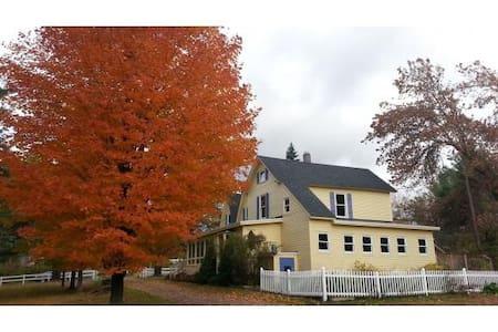 Fairview farmhouse 4br on full acre - Maison