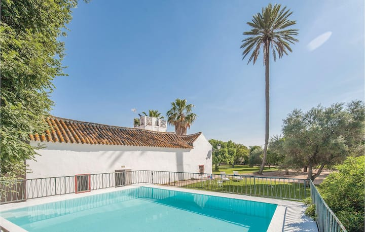 Stunning home in La Campana, Sevilla with 5 Bedrooms