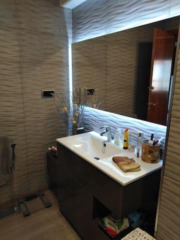 Habitación privada en Apartamento urbano y playa