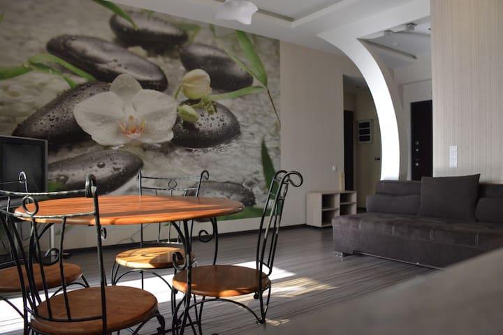 Уютная квартира в центре города Алматы