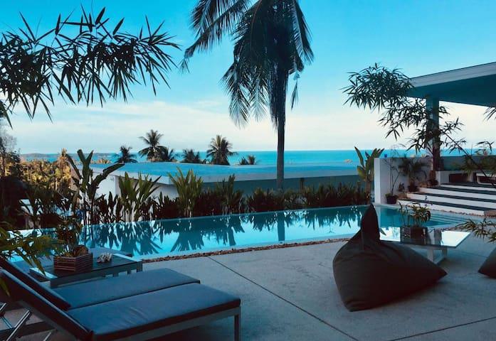 "Chambre double, ""SAPHIR""vue mer, piscine Koh Samui"