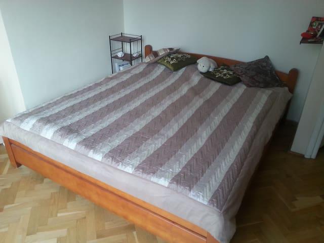 Cozy room, CENTER, next to SUBWAY - Warszawa - House
