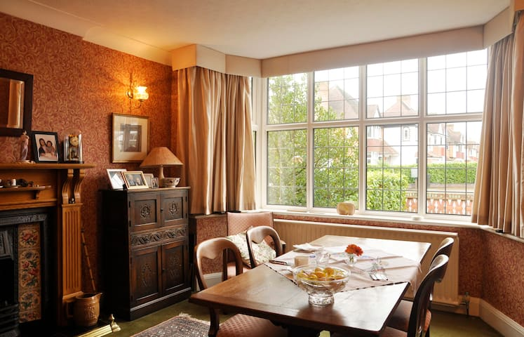 Hils in House bed and breakfast - Solihull - Casa