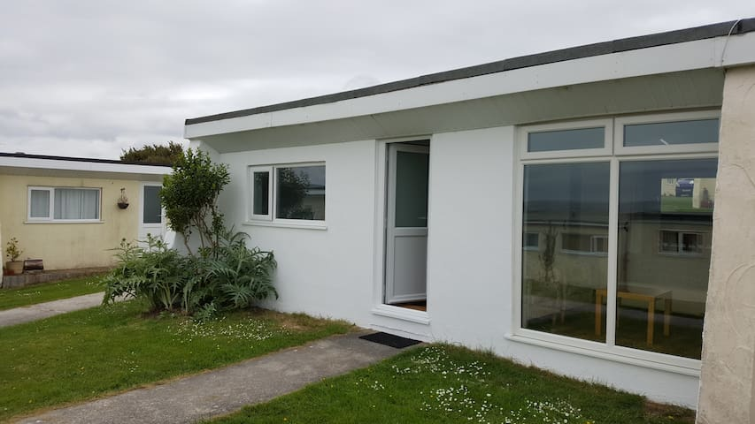 Refurbished, well-equipped Widemouth Bay chalet