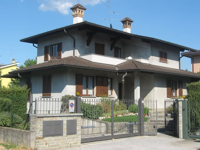 House between Como and Milan with garden