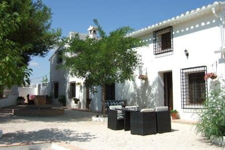 Cortijo Elbal - country house. - La Almudema