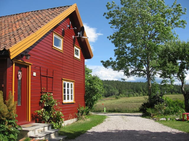Cosy wooden house on a little farm - Lunde