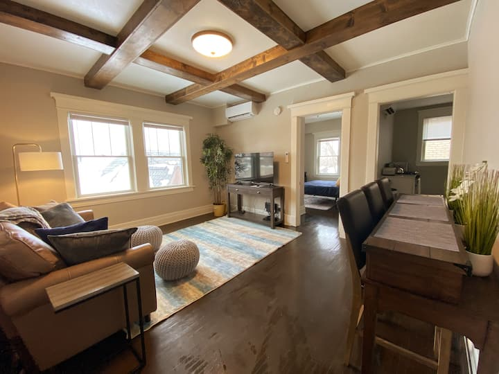 Downtown CF One Bedroom with Queen Bed