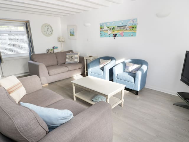 THE OLD COACH HOUSE, pet friendly in Beaumaris, Ref 928591