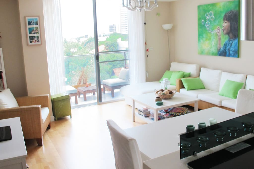 Well decorated apartement, with comfortable living room