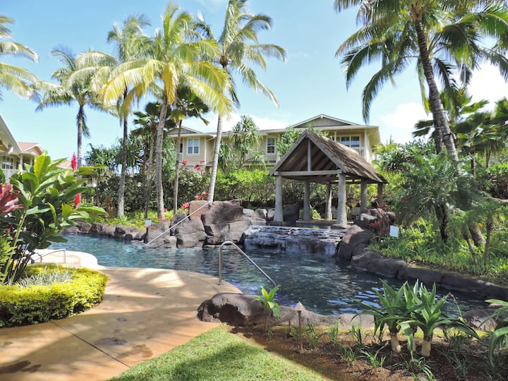 Luxurious Quiet Princeville condo in Paradise.