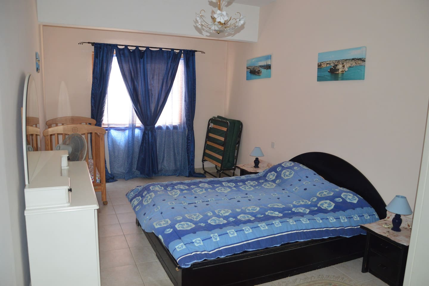 Main bedroom with ensuite + extra bed + cot