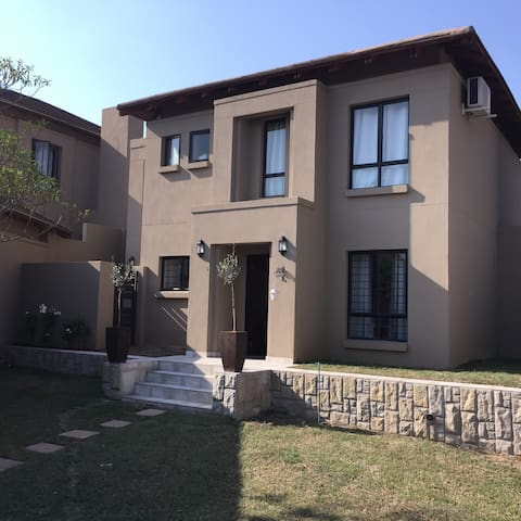 Cosy, Spacious, Lowveld Home. Close to Kruger - Nelspruit - House