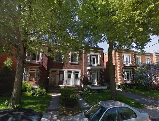 3 Bed, 2 Bath, Large, Sunny & Cozy - モントリオール - 一軒家