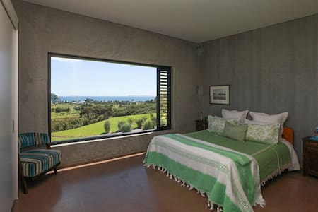 Te Punga Lodge B&B - King & ensuite - Whangapoua - Bed & Breakfast