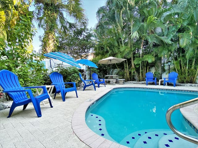Villa by the Sea #3; Heated Pool, Walk to Beach & Shops- Perfect Location!