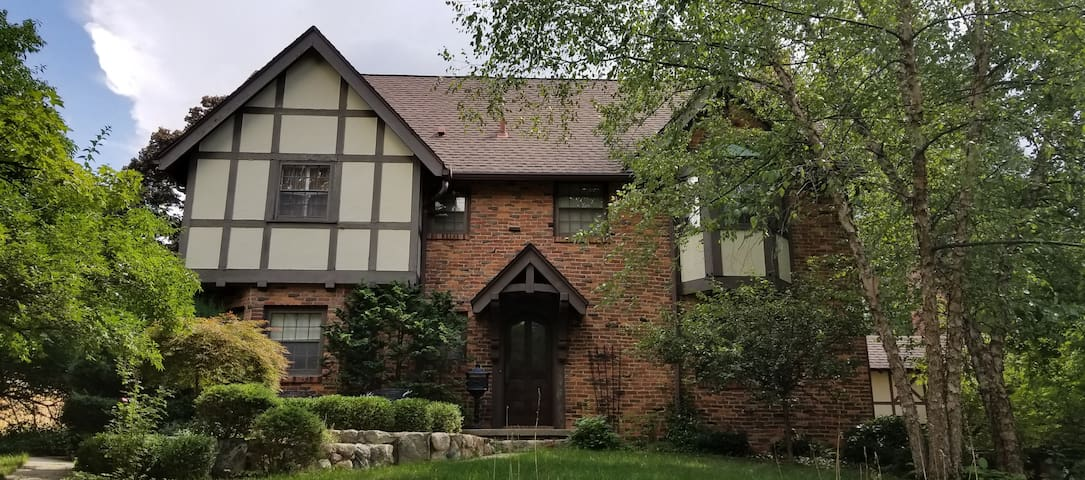 Ann Arbor Hermitage Tudor; Walk to the Big House!