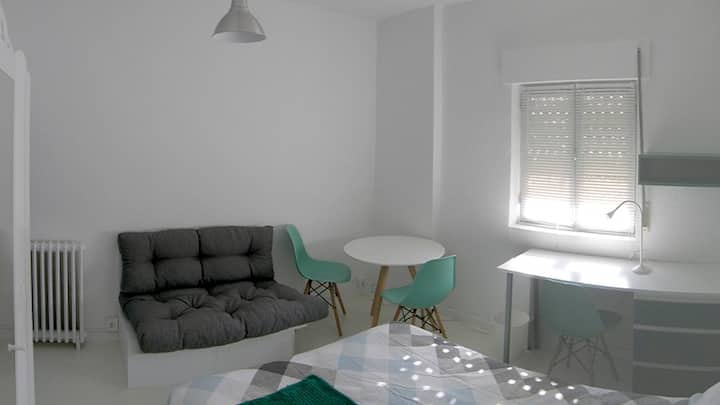 DOWNTOWN SAGUNTO - ROOM01