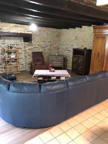 Maison pres de La Bourdonnaye à la mare du bois