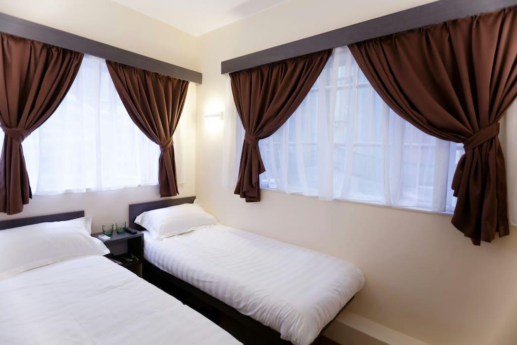 大呎吋的双人床,可分开成两張单人床。