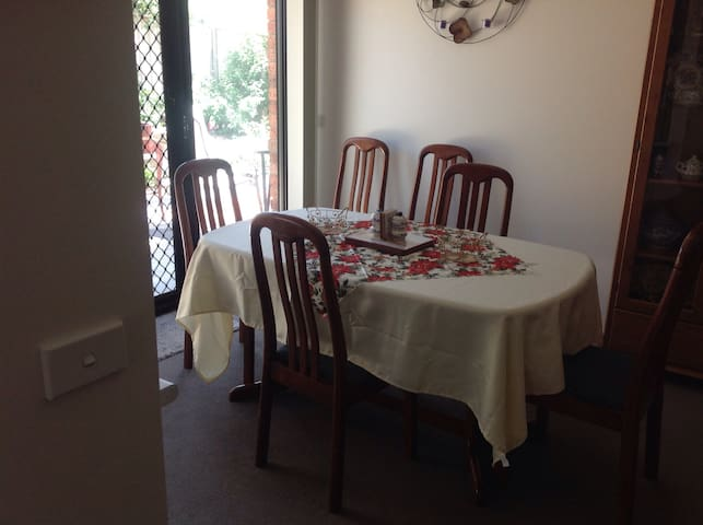Quiet area with free wifi available - North Bendigo