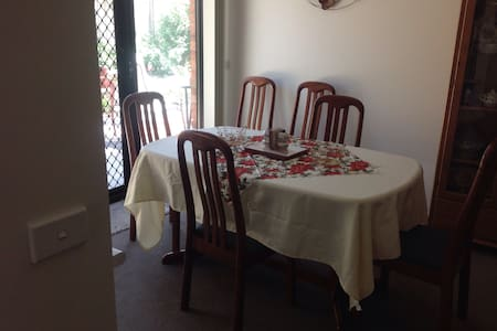 Quiet area with free wifi available - North Bendigo - Dom