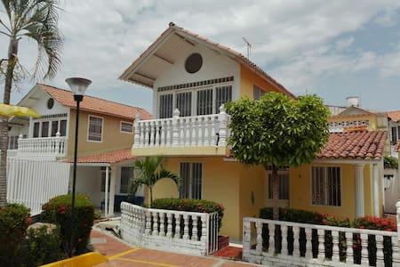 Summer house (casa de verano) - Carmen de Apicalá