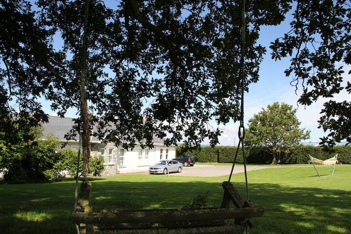 Family run B&B in stunning location - Derrycastle, Ballina - Aamiaismajoitus