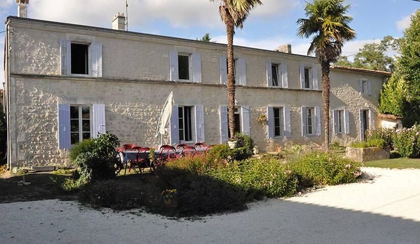 Maison d'hôtes les violettes de.... - Saint-Romain-de-Benet - Casa