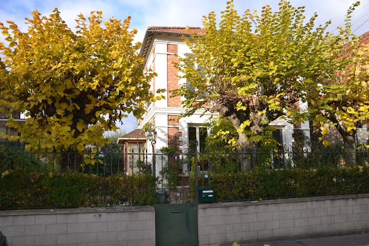 Lovely house with garden 15 min from Paris - Argenteuil - Huis