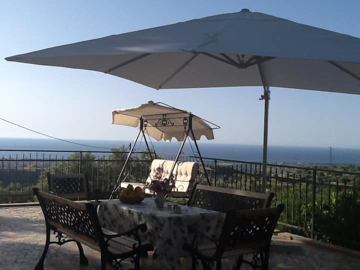ENCHANTING VILLA NEAR GERACE