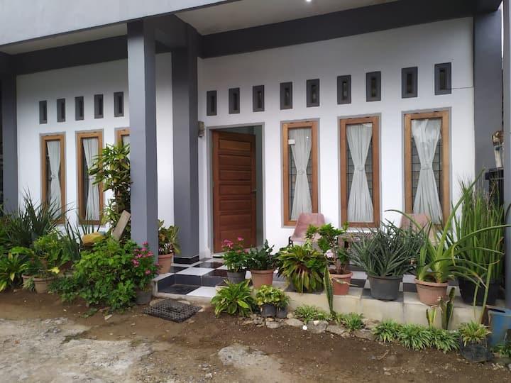 Rumah Singgah Nyaman, dekat pusat Kota dan Kuliner