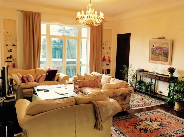 CHIC, STYLISH & COZY, downtown, 3-room flat, Lipki