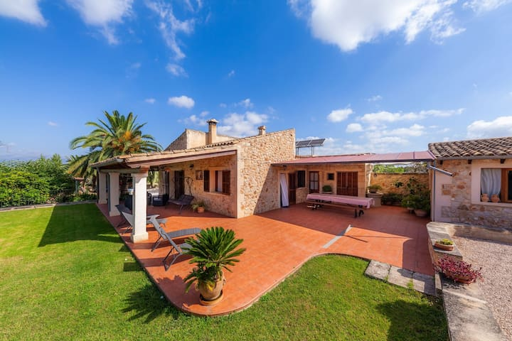 Idyllic villa with terrace – Villa Son Sitges