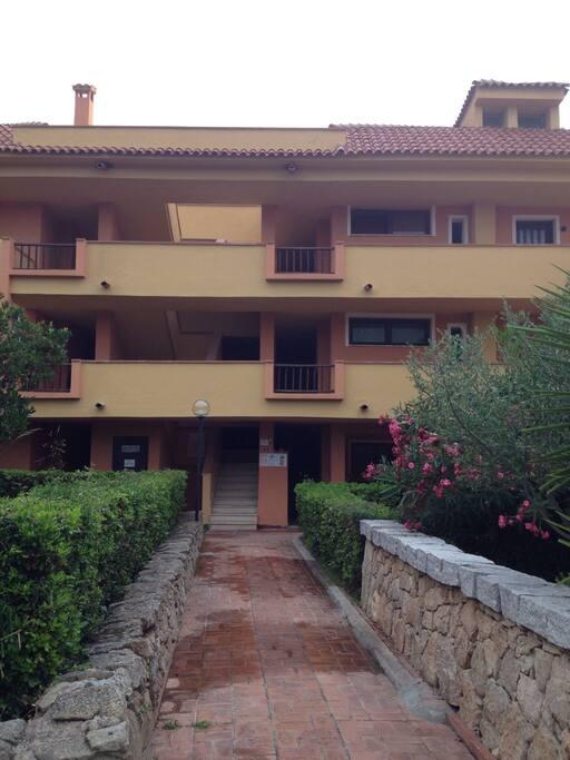 retro della scala e accesso all' appartamento (situato al secondo piano