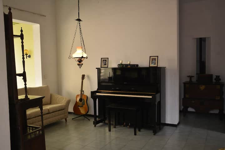 Gallery House-An Artistic HomeStay