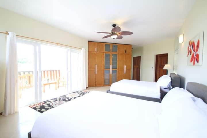 2 Queen Beds, 250 Yards to Shoal Bay Beach and Private Terrace- Ground Floor
