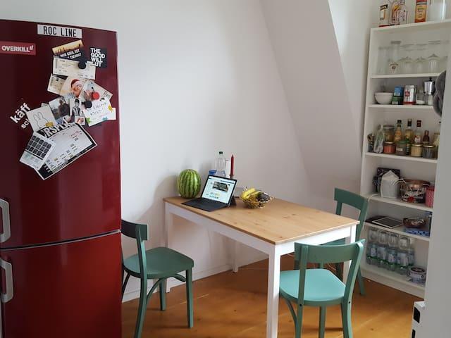 Charmante Altbauwohnung mitten in Köln Ehrenfeld - Colonia - Apartamento