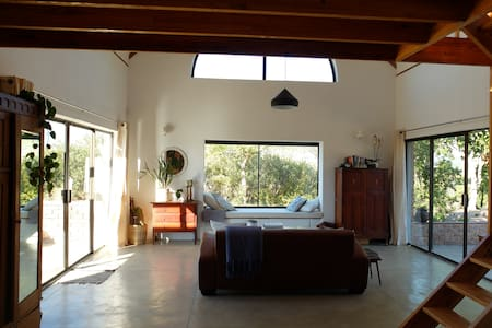 Stunning loft cottage in vineyards - Stellenbosch