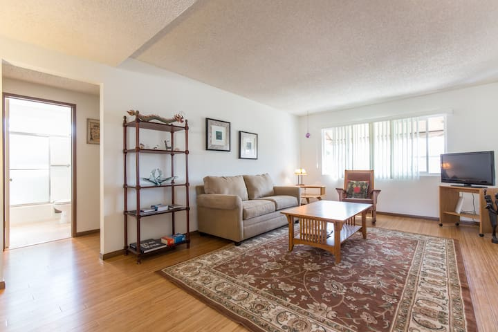 Updated March 2015, 2 bdrm apt - Gardena - Departamento