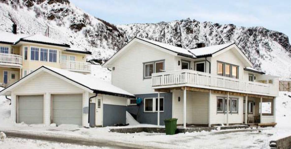 Stort hus med flott utsikt til leie - Rypefjord - Talo