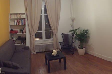 Chambre avec un canapé lit - Bobigny - Byt