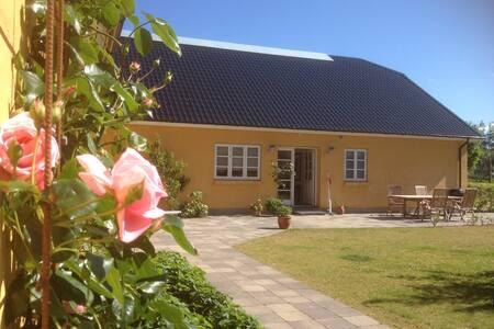 Svejgaard B&B tæt ved havet og landlige omgivelser - Løkken
