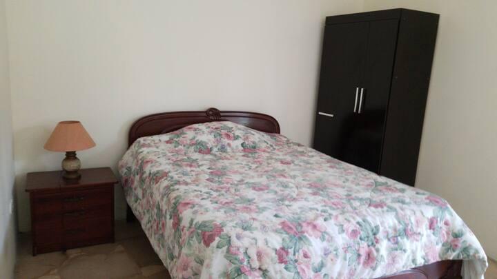 Alquilo 2 dormitorios muy cómodos, independientes,