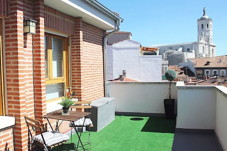 Ático centro con gran terraza. Wifi - (VUT-47-19)
