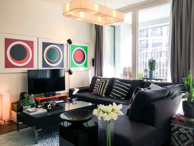 Munich's finest - bright, modern downtown flat.