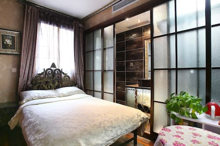 Vintage room+private bath in FFC -201 - Shanghai - Huoneisto