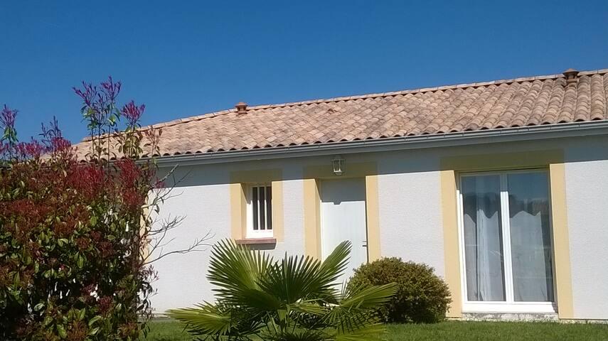 Entre ville, vignes, golfs et océan - Le Haillan - House