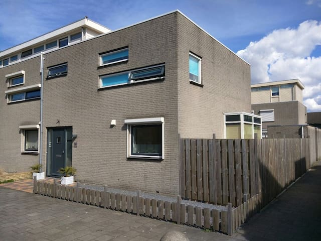 Room with 2 beds with breakfast - Nieuwegein - บ้าน